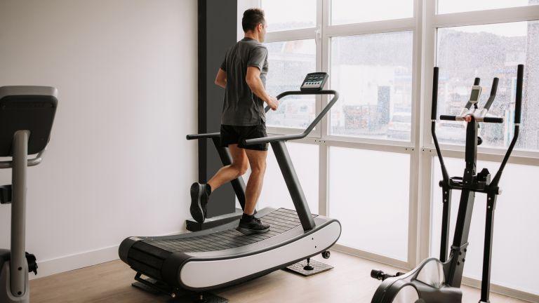 Kinh nghiệm giảm cân với máy chạy bộ