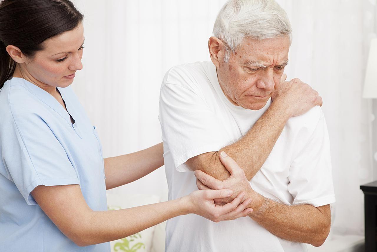 đau nhức xương khớp ở người cao tuổi-1
