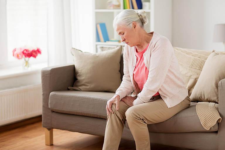 loãng xương gây đau nhức ở người già-2