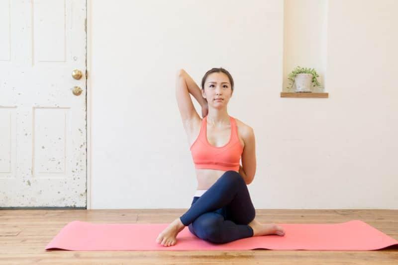 bài tập yoga chữa đau vai gáy-1