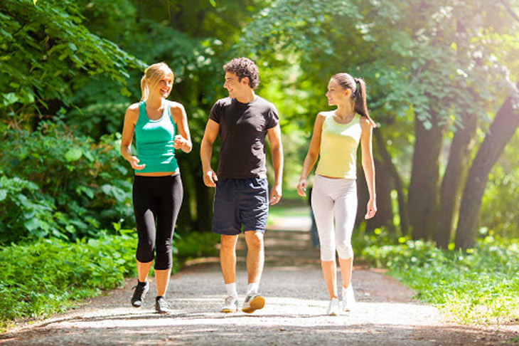 Lợi ích của việc đi bộ đối với sức khỏe là gì?