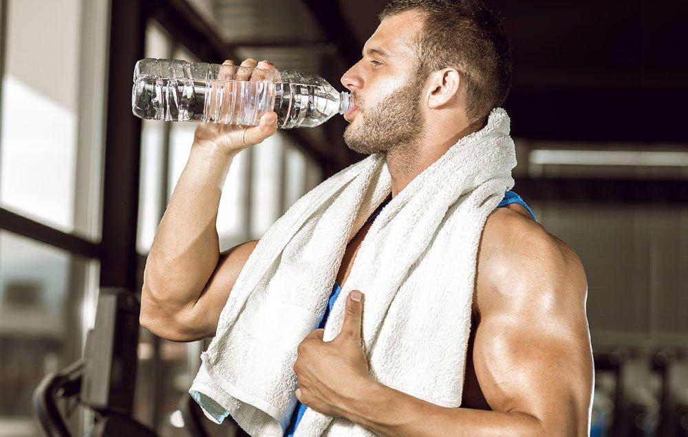 uống nước khi chạy bộ