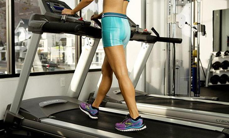 chạy bộ bằng máy chạy bộ giúp giảm cân
