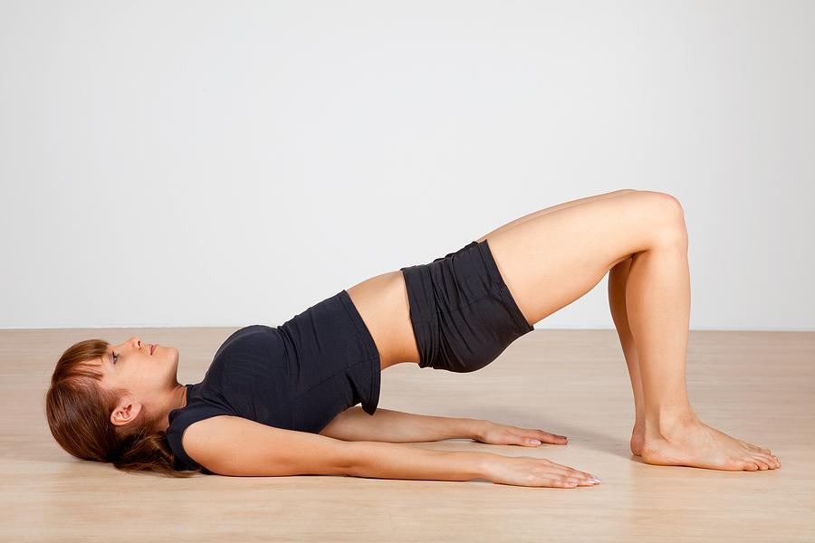 Tư thế cây cầu trong Yoga giảm mỡ bụng