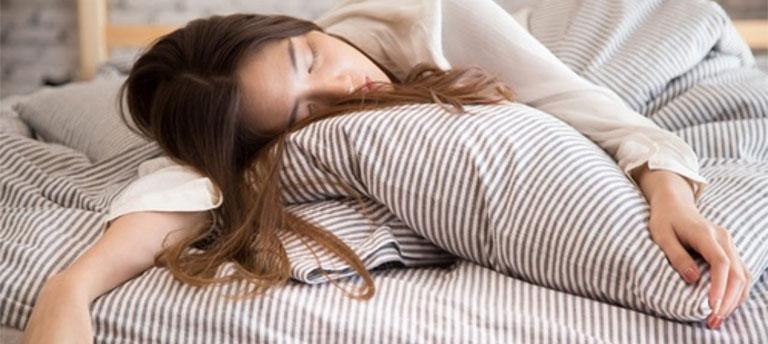 Ngủ nhiều có tăng cân không-1