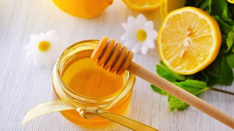 Uống chanh mật ong vào buổi tối có giảm cân không
