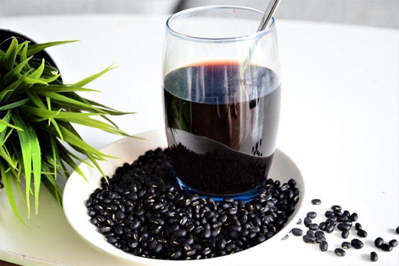 Uống nước đậu đen rang giảm cân