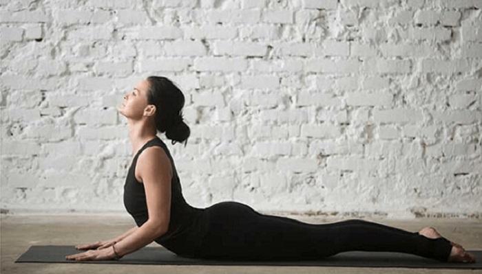 tư thế rắn hổ mang trong Yoga Flow
