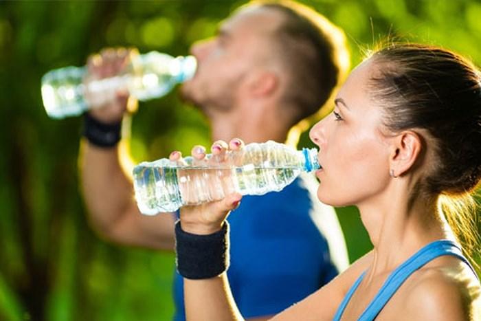 Thời điểm nên uống nước bạn nên lưu ý