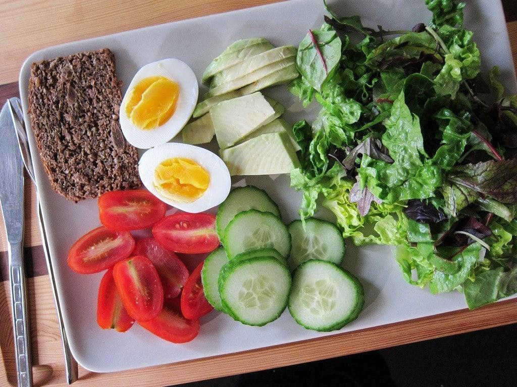 thực đơn ăn kiêng với trứng và dưa chuột-1