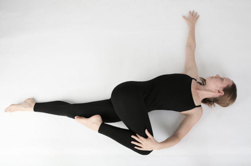 Những bài tập yoga đơn giản tại nhà-1